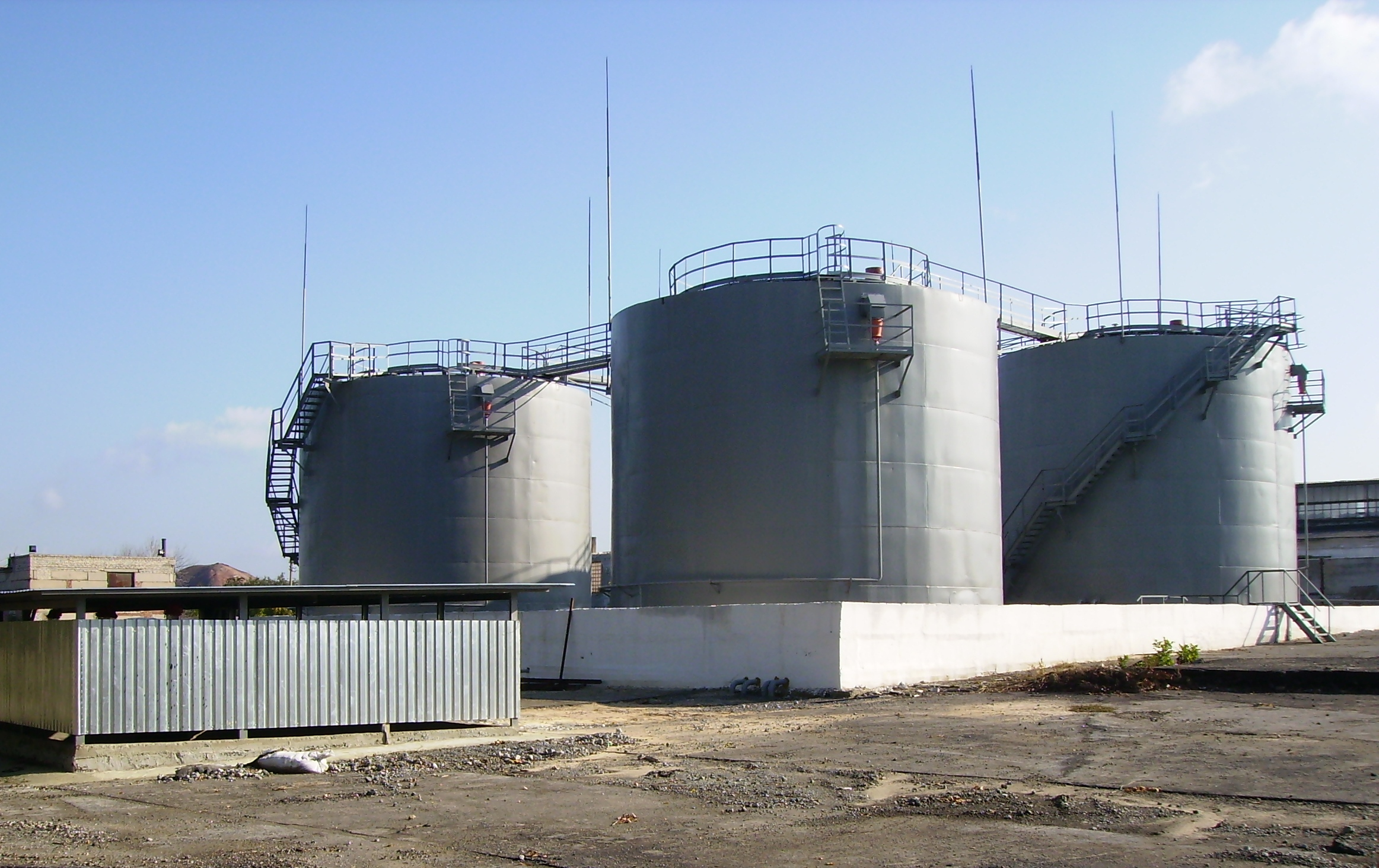 5 Tank farms for storage and distribution of oil products